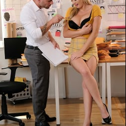 Paisley Porter in 'Naughty America' needs a private investigator to check her PUSSY!! (Thumbnail 30)