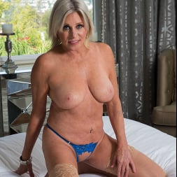 Payton Hall in 'Naughty America' Seduced By A Cougar (Thumbnail 143)