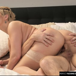 Ryan Keely in 'Naughty America' Fucks her newly arrived room renter. (Thumbnail 104)