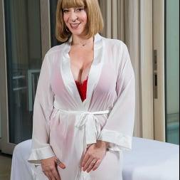 Sara Jay In 'Naughty America' wants a penetration massage!! (Ein 1)