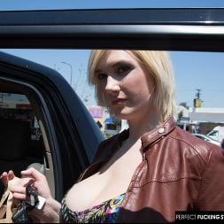 Siri in 'Naughty America' Siri's big tits get wet with cum (Thumbnail 27)