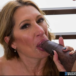 Sloan Rider に 'Naughty America' gets dicked down by employee's big black cock (サムネイル 160)