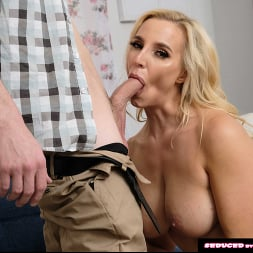 Sophia West in 'Naughty America' calls the nerd guy to fix her computer and fuck her pussy (Thumbnail 20)