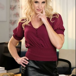 Sophia West in 'Naughty America' calls the nerd guy to fix her computer and fuck her pussy (Thumbnail 90)