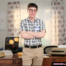 Sophia West in 'Naughty America' calls the nerd guy to fix her computer and fuck her pussy (Thumbnail 139)