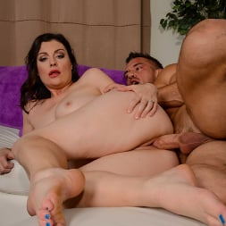 Sovereign Syre in 'Naughty America' Needs her Void Filled (Thumbnail 360)