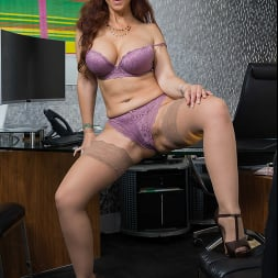 Syren De Mer in 'Naughty America' gets hard cock at the office (Thumbnail 130)