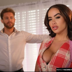 Victoria June in 'Naughty America' gives a random groom one going away fuck before his wedding (Thumbnail 144)